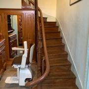 Monte escalier courbe monorail installé sur Brissac Quincé