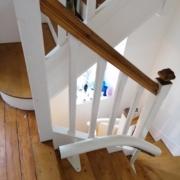 Fourniture et pose d'un monte escalier courbe sur la commune de Montreuil Juigné_